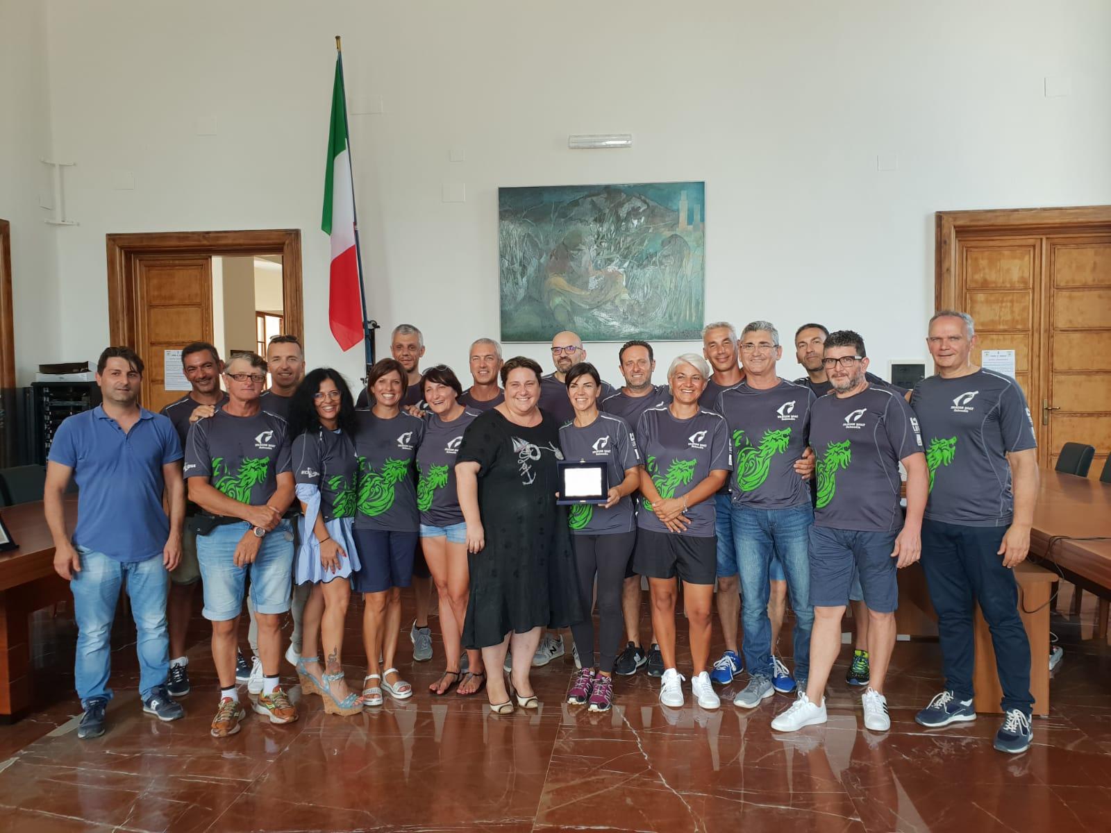 Il Sindaco premia la Asdck Dragon Boat Sabaudia per i campionati europei
