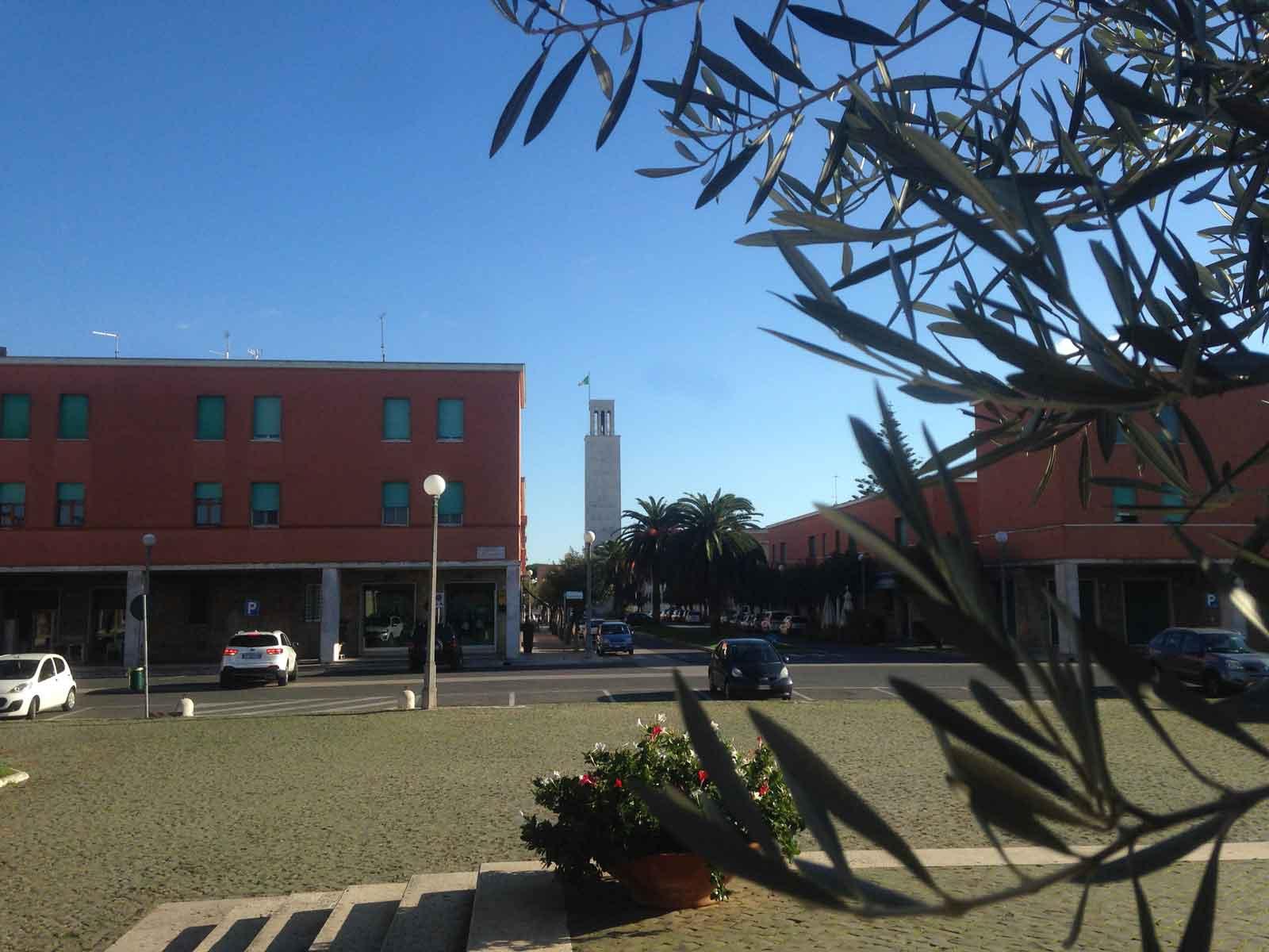 Sagrato sullo sfondo Largo G.Cesare e la Torre Comunale