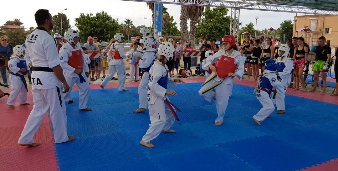TeamIadevaia- Taekwondo & NoBully - Exploi