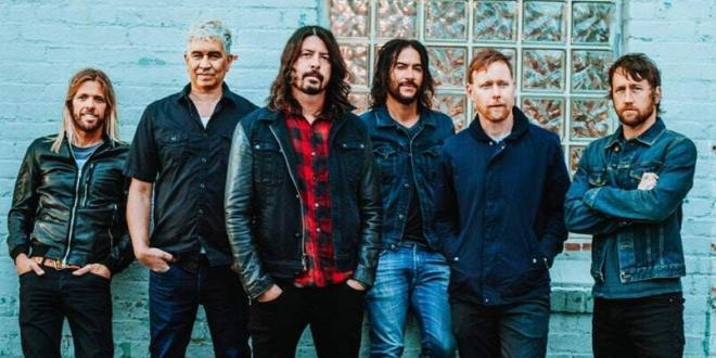"Foo Fighters: esce oggi il nuovo singolo ""The Sky Is A Neighborhood"""