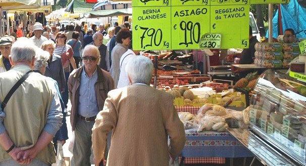 Il mercato settimanale di Sabaudia torna nella sua interezza