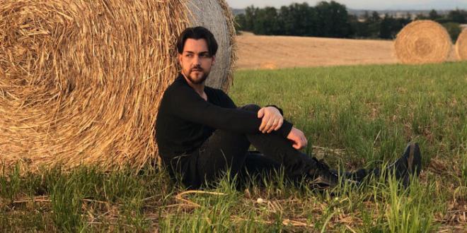 """Valerio Scanu: da venerdì 22 giugno in radio """"Capovolgo il mondo"""", il nuovo singolo"""
