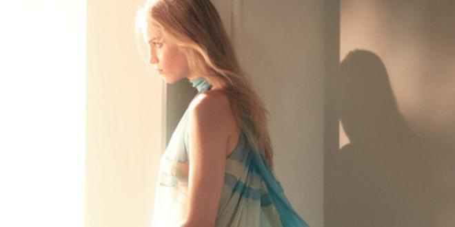 Alberta Ferretti: nuova campagna firmata dal fotografo David Sims