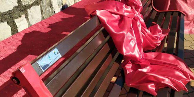 """Parco Monti Ausoni dona tre """"panchine rosse"""" al Comune di Monte San Biagio"""